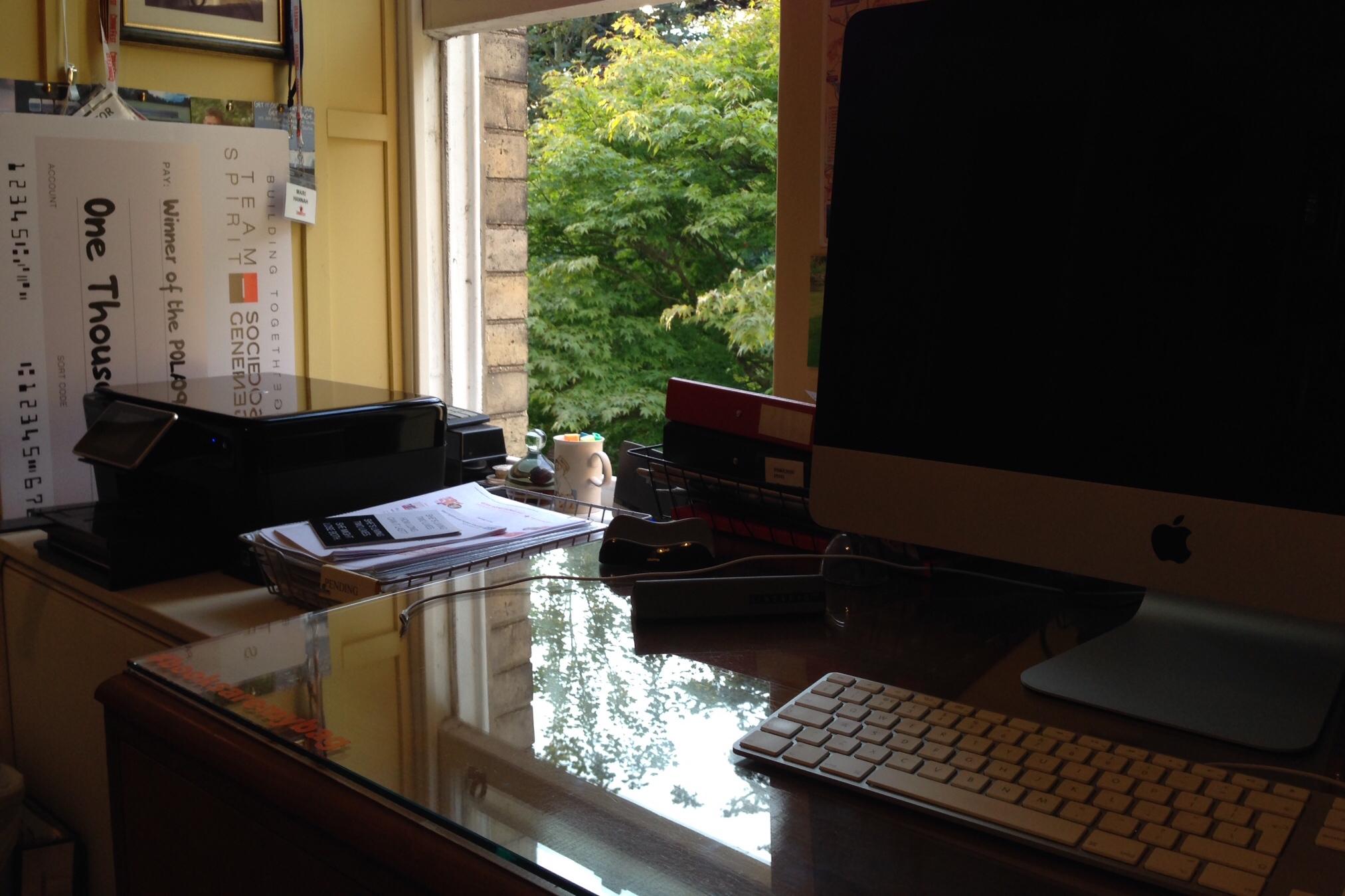 Mari desk